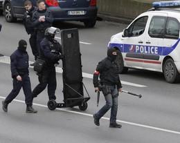 A Parigi è caccia al terrorista