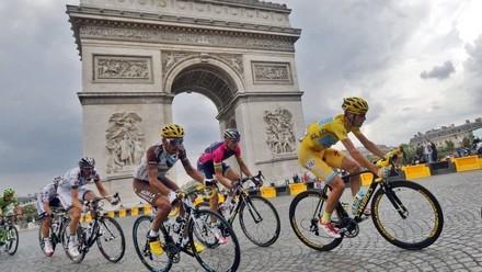 tour-de-france-2014-vincenzo-nibali-paris-champs-elysees-arc-de-triomphe_3320012.jpg