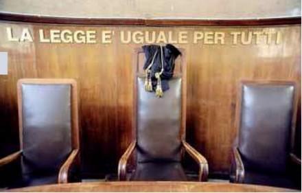tribunale-legge-uguale-175094.jpg