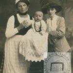 Balia emigrata in Francia, ritratta con la mamma e il bambino © Reperto fotografico della Fondazione Paolo Cresci di Lucca