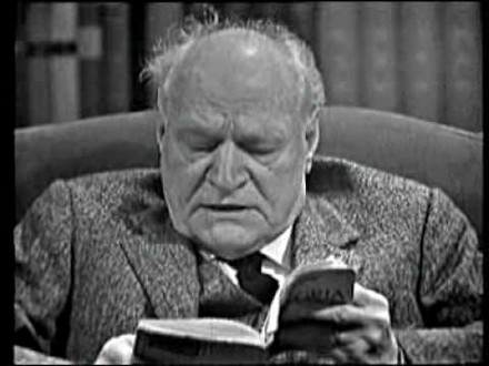 Giuseppe Ungaretti (1888-1970), leggendo