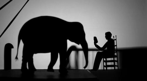elefante_e_uomo_che_legge.png